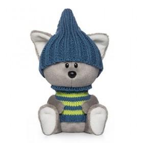 Волчонок Вока в шапочке и свитере