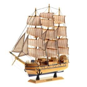 Корабль сувенирный трехмачтовый