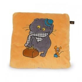 Игрушка-подушка кот Басик путешественник.